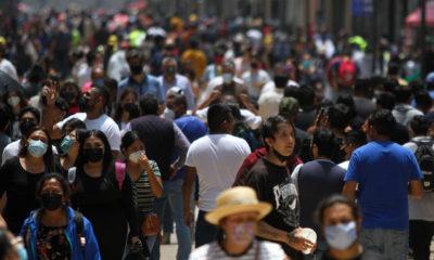 """""""Hay que vacunarse, pandemia sigue vigente"""": AMLO"""